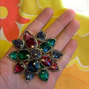 Jewelry - Gem Flower Brooch